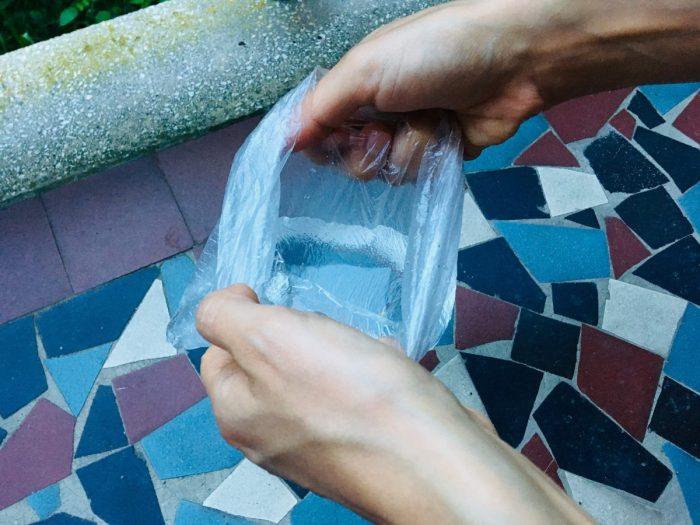 Ha elfelejtettél vizestálat magaddal vinni, egy sima nejlonzacskó is megteszi.